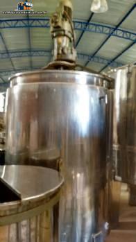 Tanque de acero inoxidable para 1.500 litros con camisa y agitador